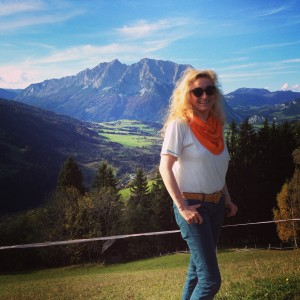 Violinist_Roswitha_at_home_Grimming_Austria_2014