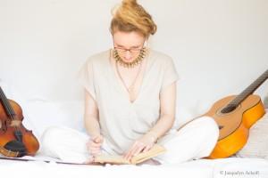 Roswitha, singer, songwriter, violinist